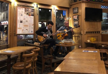 Guitarists in Cafe Du Tertre